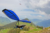 SANTS, SWITZERLAND - May 27: Competitor Ievgen Lysenko from Ukraine of the Swiss Masters hang gliding competitions takes part on May 27, 2012 in Sants, Switzerland — Stock Photo