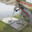 GEMONA, ITALY- JULY 2012: Ievgen Lysenko competes in ItaliOpen-2012 hang gliding competitions at Gemonon July 17, 2012 near Gemona, Italy — Foto de stock #11836320
