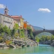 Beautiful rive Soca and ancient buildings in small  town Kanal, Slovenia — Foto de Stock