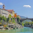Beautiful rive Soca and ancient buildings in small  town Kanal, Slovenia — Photo