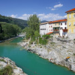 Beautiful rive Soca and ancient buildings in small town Kanal, Slovenia — Stok fotoğraf #12361262