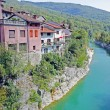 Beautiful rive Soca and ancient buildings in small  town Kanal, Slovenia — ストック写真