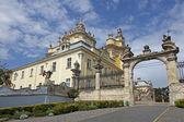 St. Urii church in sunny summer day in Lvov Ukraine — Stock Photo