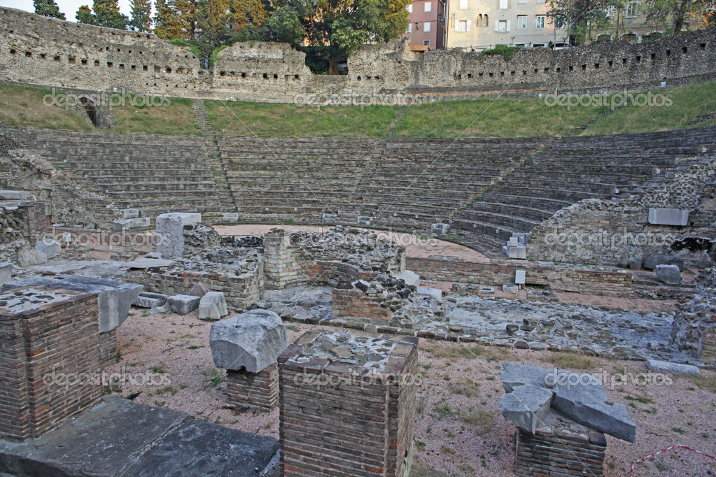 Roman Theater in Trieste, Italy — Stock Photo #12418308
