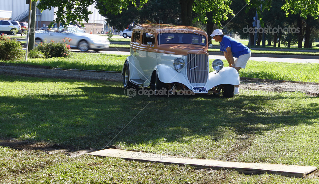 HAMPTON, VA-JUNE 9:Directing the cars in at the 3rd annual HCS car show at the Hampton Christian School in Hampton Virginia, 2012 in Hampton Virginia on June 9, 2012. — Stock Photo #11168340