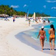 Tourists enjoying the cuban beach of Varadero — Stock Photo