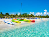 Boats on the cuban beach of Varadero — Stock Photo