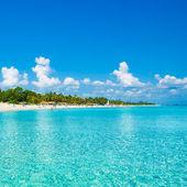 Playa de varadero en cuba fotografiado desde el mar — Foto de Stock