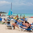 Tourists enjoying the beach at Cuba — Stock Photo