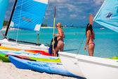 Turistas preparándose navegar en varadero, cuba — Foto de Stock