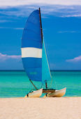 Sailing boat at the beach in Cuba — Stock Photo