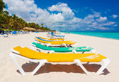 Colorful beds at a tropical beach in Cuba — Stock Photo