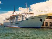Cruise ship at the bay of Havana — Stock Photo