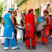 Banda de música tropical realizando em havana velha — Fotografia Stock