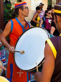 Artist playing drums in a cuban street carnival — Stock Photo