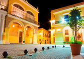 Old spanish palaces in Hvana illuminated at night — Stock Photo