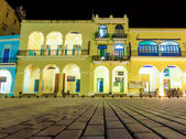 Colonial buildings in Old Havana at night — Stock Photo