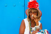 Colorful old black lady with a fine cuban cigar — Stock Photo