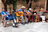 Banda tocando música tradicional en la habana vieja — Foto de Stock