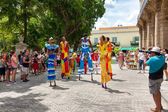 Street dancers on stilts at a carnival in Old Havana — Stock Photo