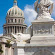 Famous fountain and Capitol of Havana — Stock Photo #12203659