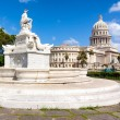 Famous fountain and the Capitol of Havana — Stock Photo #12203661
