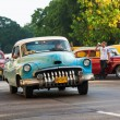 Shabby old american car in Havana — Stockfoto