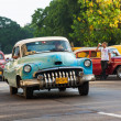 Foto Stock: Shabby old americcar in Havana