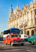 Old Chevrolet near the Great Theater in Havana — Stock Photo