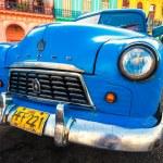 Old american car in a colorful neighborhood in Havana — Stock Photo