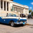 Vintage Ford parked in front of the Capitol in Havana — Foto de Stock