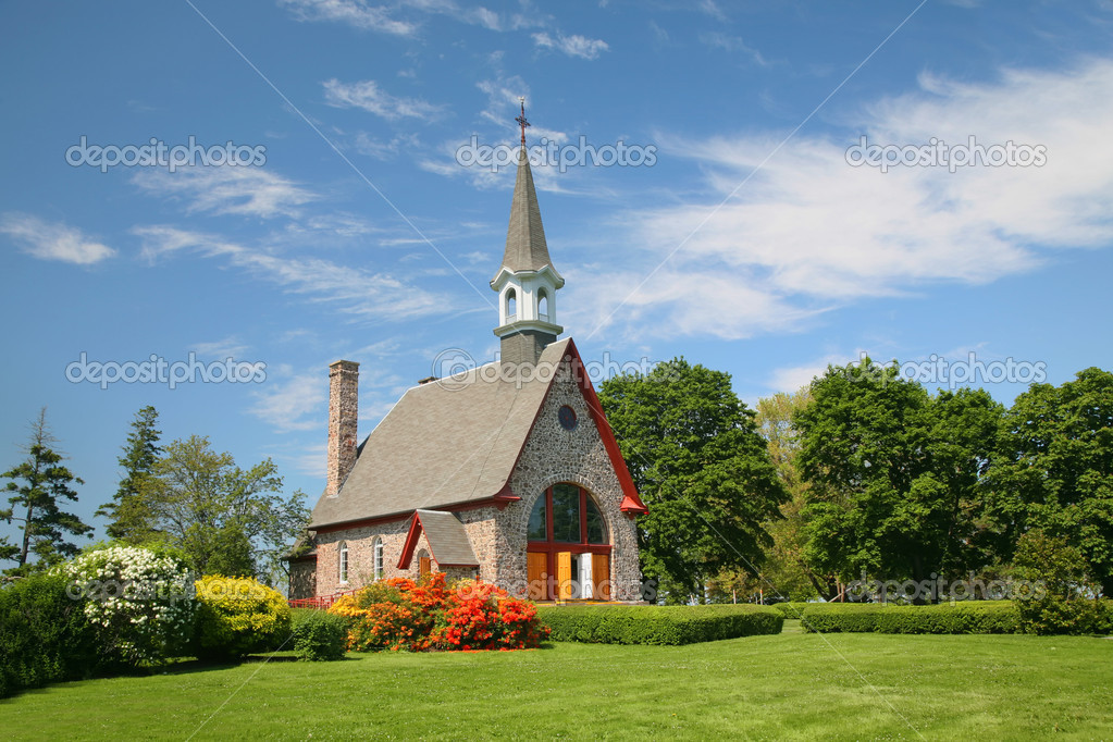 The Memorial Church of Grand Pre located in the Annapolis Valley of Nova Scotia in the Grand Pre National Historic Site, a park commemorating the deportation of the Acadians between 1755 and 1763. — Stock Photo #11167255