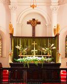 алтарь в церкви — Стоковое фото