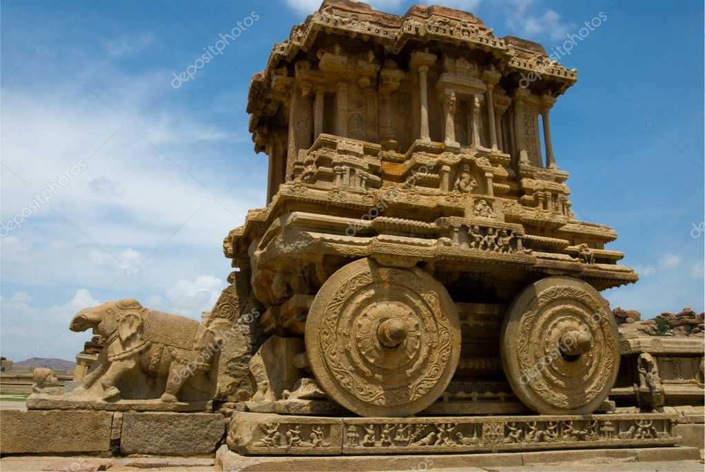 The fantastic stone chariot at the Vittala Temple, Hampi, India. The city of Hampi is a UNESCO World Heritage Site. — Stock Photo #11737794
