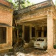 Abandoned house and car — Stockfoto #11991084
