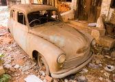 заброшенный автомобиль — Стоковое фото