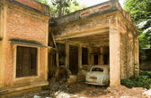 Abandoned house and car — Stock Photo