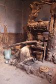Traditionele olijf pers — Stockfoto