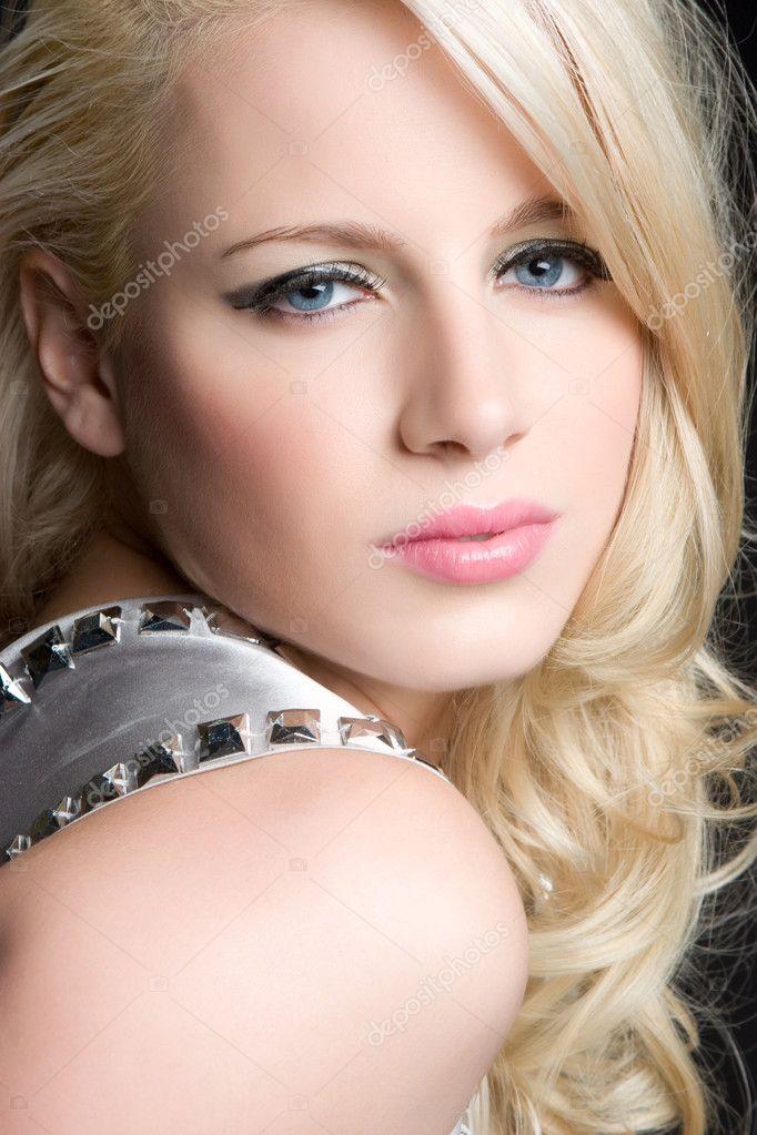 фото блондинок крупным планом