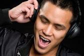 Asian man singing — Stock Photo