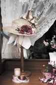 Vintage Ladies hat in store window display — Stock Photo