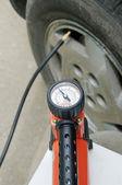 давление в шинах — Стоковое фото