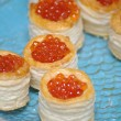 Tartlets with red caviar — 图库照片