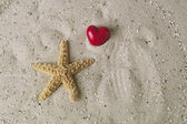 Hart and starfish — Stock Photo