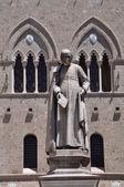 Statue, Salimbeni square in Siena — Stock Photo