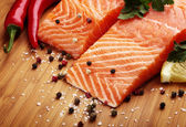 Salmon with lemon and pepper — 图库照片