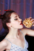 Pretty young woman eating — Stock Photo