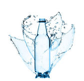 Salpicos de garrafa de água fresca — Foto Stock