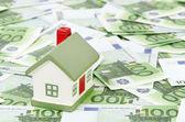 Casa de campo fica em embalagens de euro — Foto Stock