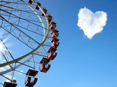 Cloud in the form of hearts and a Ferris wheel — Stock Photo